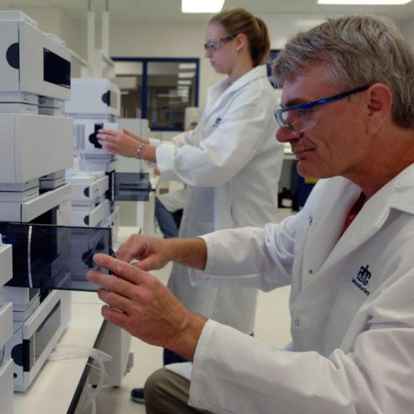 EAG Laboratories의 표준 표준 관리 서비스 참조